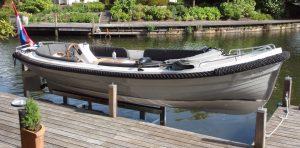 Hydraulische bootlift met sloep